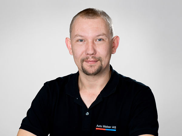 Adam John : Automobilmechatroniker