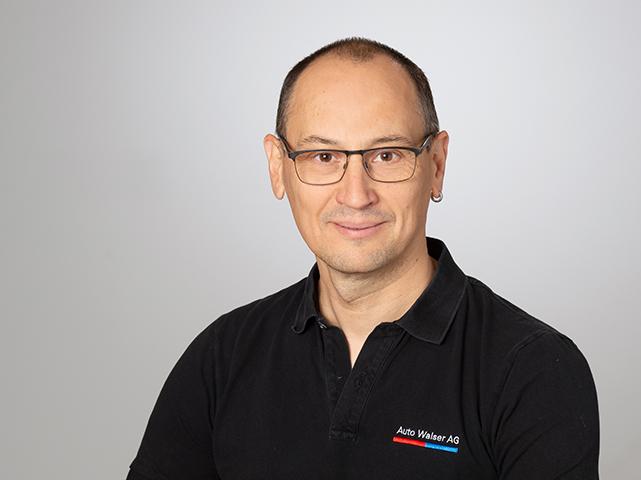 Massimo De Batista : Ersatzteileverkäufer